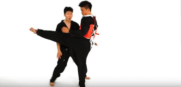 How to The Defensive Clinch in Taekwondo